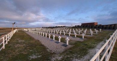 Malvinas: se inician mañana los trabajos forenses en una tumba colectiva de Darwin